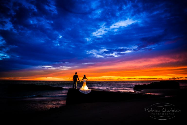 PHOTOGRAPHY OF A COUPLE AT SUNSET BY THE OCEAN NEAR BORDEAUX, FRANCE